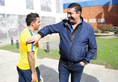 """Angelici: """"Esperemos que Tevez se quede por mucho tiempo""""."""