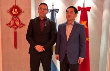 Dúo. El intendente y el diplomático fortalecieron la relación que iniciaron en Trelew hace pocos días.