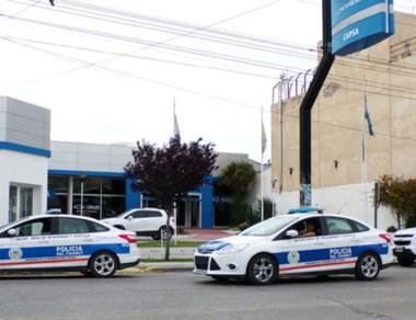 Patrulleros. La Policía minutos después de ocurrido el incidente. Foto: Radio 3