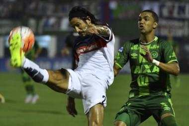 San Lorenzo saldrá a la cancha en Bahía Blanca con camisetas del Chapecoense.