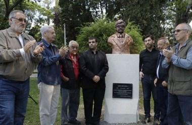 Un homenaje con todos. Dirigentes radicales y peronistas confluyeron con aplausos en el homenaje a Amaya.