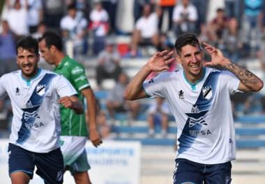 Santiago Giordana tiene la difícil tarea de reemplazar al goleador del torneo Tobías Figueroa y ayer se despachó con un doblete para no extrañarlo.