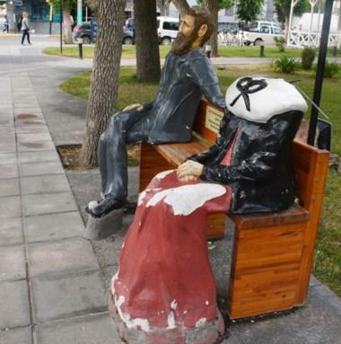 La figura de la mujer galesa, mutilada por los maleantes.