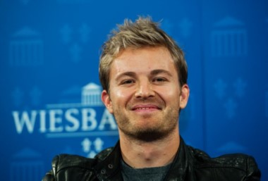 Rosberg se retira como campeón de la F1 para estar más tiempo con su familia.