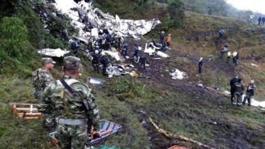 El avión se partió en dos en cercanías de Medellín.