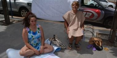 Patricia Demicheri aseguró que su nieto no está en la zona y que seguirá de huelga de hambre en Trelew.