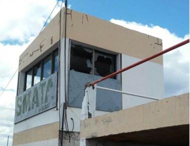 """Toda rota. Así quedó la cabina de transmisión del """"Sargento Cabral""""."""