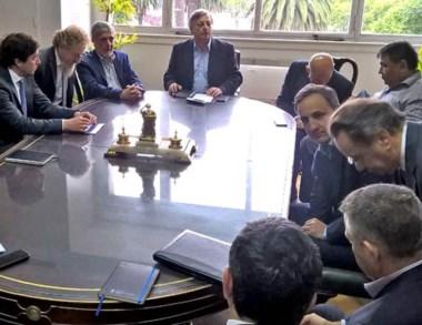 Negociar. Das Neves y Aranguren presidieron la nueva reunión.