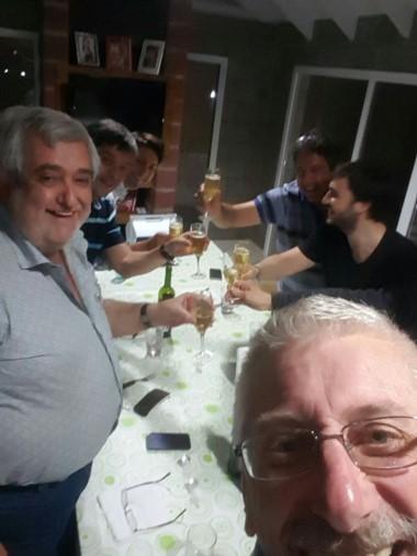 Selfie. Los diputados, animados y en plena tertulia, bien difundida.