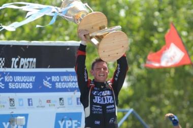 Guillermo Ortelli ganó su séptimo título en el Turismo Carretera en una polémica definición.