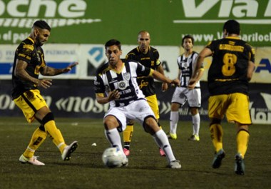 """El """"Aurinegro"""" llega de ganarle por primera vez a Cipolletti en condición de visitante, por 1 a 0, con un golazo de Nelson Ibarlucea."""