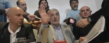 Explícito. La prensa madrynense recogió varias y fuertes definiciones políticas del gobernador Das Neves, flanqueado por el intendente Sastre y el ministro Williams.