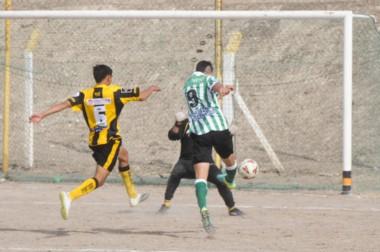 Galizzi tuvo una tarde soñada y le marcó tres goles a su ex equipo.