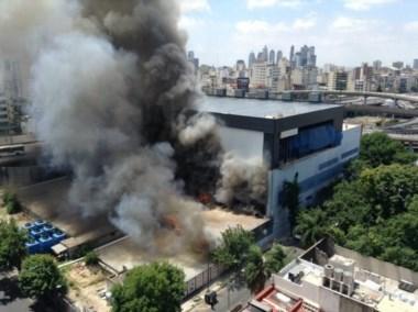 El incendio sólo ocasionó daños materiales y sacó del aire las señales de ARTEAR varias horas.