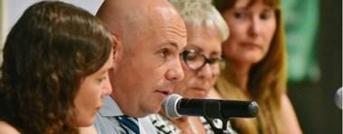 De frente. Una postal del intendente madrynense rindiendo cuentas de su gestión y explicando los grandes objetivos municipales para un año que se prevé difícil económicamente.