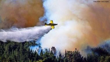 Otra vez. Los aviones hidrantes volvieron a ser protagonistas del combate contra las llamas en Chubut.
