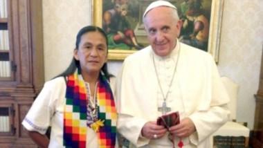 El registro del encuentro en el Vaticano entre el Pontífice y la líder social en 2015.