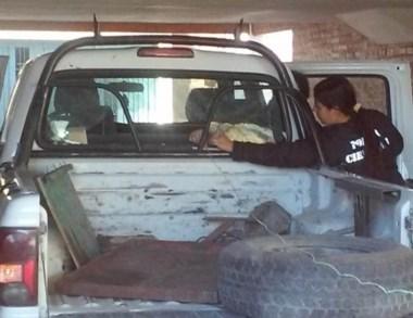 La camioneta del IPA analizada por los peritos de Criminalística.