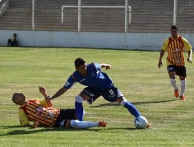 El equipo comodorense logró su primera victoria de la temporada.