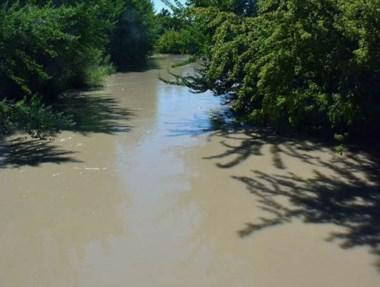 Turbiedad. Una postal de cómo llega el río hasta Trelew y alrededores.