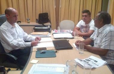 Reunión de trabajo entre el presidente del IPV, Alejandro Bertorini, y el titular del CACES, Alberto Peralta.