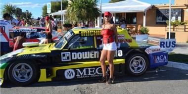 """El Ford del """"Guri"""" Martínez fue otra de las atracciones, promocionando la carrera de Viedma del TC."""