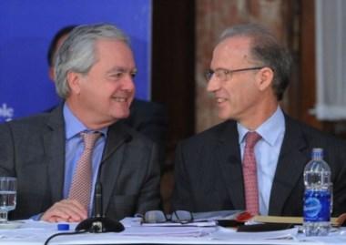 El candidato, muy sonriente con el presidente provisional del Senado, Federico Pinedo.