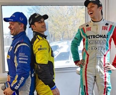 Gemelos. Fontana y Spataro bromearon con su estatura, mientras Javier Merlo celebró la ocurrencia de los pilotos. Así se vivió la conferencia.