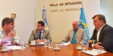 Puntapié inicial. Desde la izquierda, Giménez, Martínez Zapata, Williams y Pérez Catán en plena discusión.