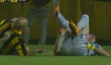 Barovero sufrio una lesión y pidió el cambio: El arquero sufrió un golpe en el arranque del partido-