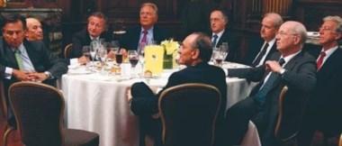 Rocca, Pagani, Magnetto, et al. Los más grandes, en torno  una mesa chica. Circular, casi Roja...