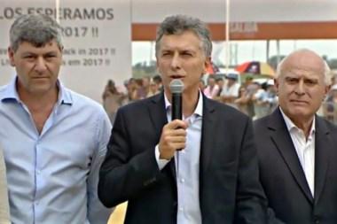El presidente junto al ministro de Agroindustria Buryaile y el gobernador de Santa Fe, Miguel Lifchitz.