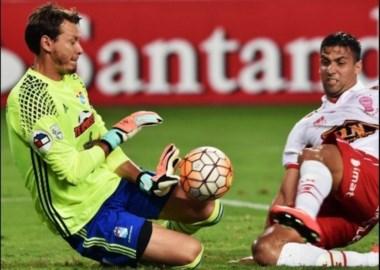Huracán lo buscó hasta el final, pero perdió ante Sporting Cristal.