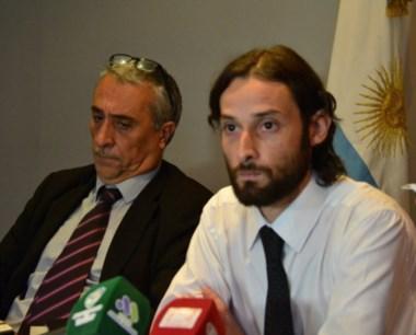 De frente. LUbo (izquierda) y Aguilar dan la explicación municipal.