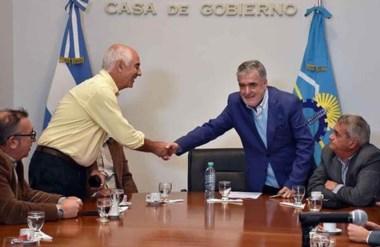 Saludo. Torrecillas y Das Neves se saludaron luego de que se conocieran las ofertas para una obra clave.