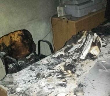 Llamas. Una postal de una de las oficinas afectada por el incendio.