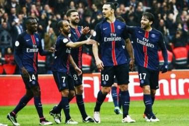 Zlatan Ibrahimovic firmó un triplete para alcanzar los 30 goles en el triunfo del PSG.