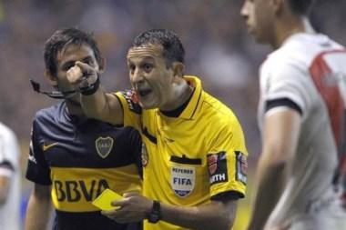 Será su tercer partido entre Boca y River. Dirigió aquel partido del gas pimienta en la Bombonera.