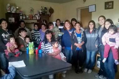 La diputada Cecilia Torres Otárola durante un encuentro con militantes y otros adherentes en Trevelin.