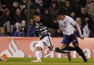 Nacional y Corinthians no pasaron del empate inicial.