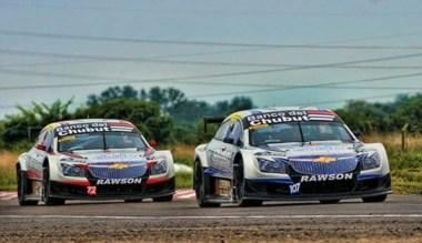 """Lucas Valle adelante y Maxi Valle detrás. Los pilotos del """"RV Racing""""."""