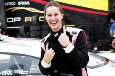 Historico, primera mujer que hace una pole en una categoría del automovilismo argentino, Julia Ballario.