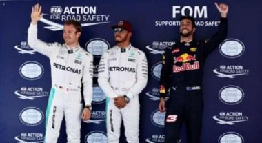 Hamilton pasa por delante de Rosberg y se lleva la