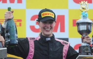 La piloto cordobesa, que había logrado la pole y se impuso en la primera serie, ganó la final en Chaco y se convirtió en la primera mujer en la historia en ganar una carrera en la categoría.