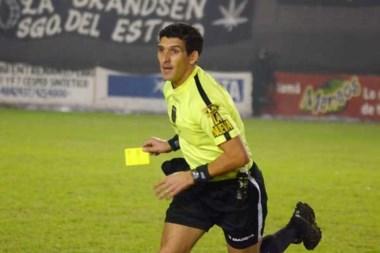 Merlos fue el árbitro del polémico arbitraje en Arsenal-Lanús (noviembre de 2014), fue suspendido por 150 días, ahora dirige B Nacional.