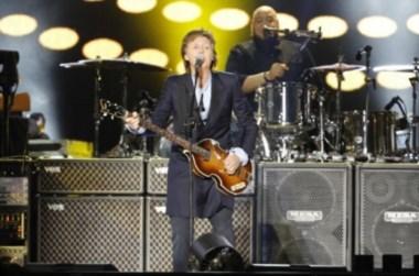 """Paul McCartney hizo delirar al público """"beatle"""" en su primer show de La Plata."""