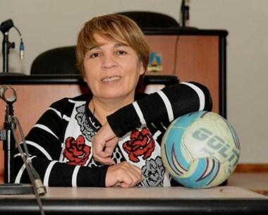 La dueña de la pelota. Neira, su banca y el fútbol, su otra pasión.