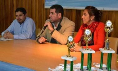 (Izq a der) Ignao, Ñonquepán y Feliciano, ayer en conferencia de prensa.