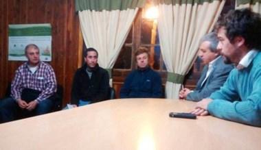 Cumbre. Aleuy se juntó con los productores para hallar soluciones.