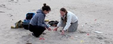 Los restos de cerámica fueron hallados en médanos de Península Valdés, advierten que los pueblos originarios supieron aprovechar la biodiversidad del mar y de la estepa virgen.